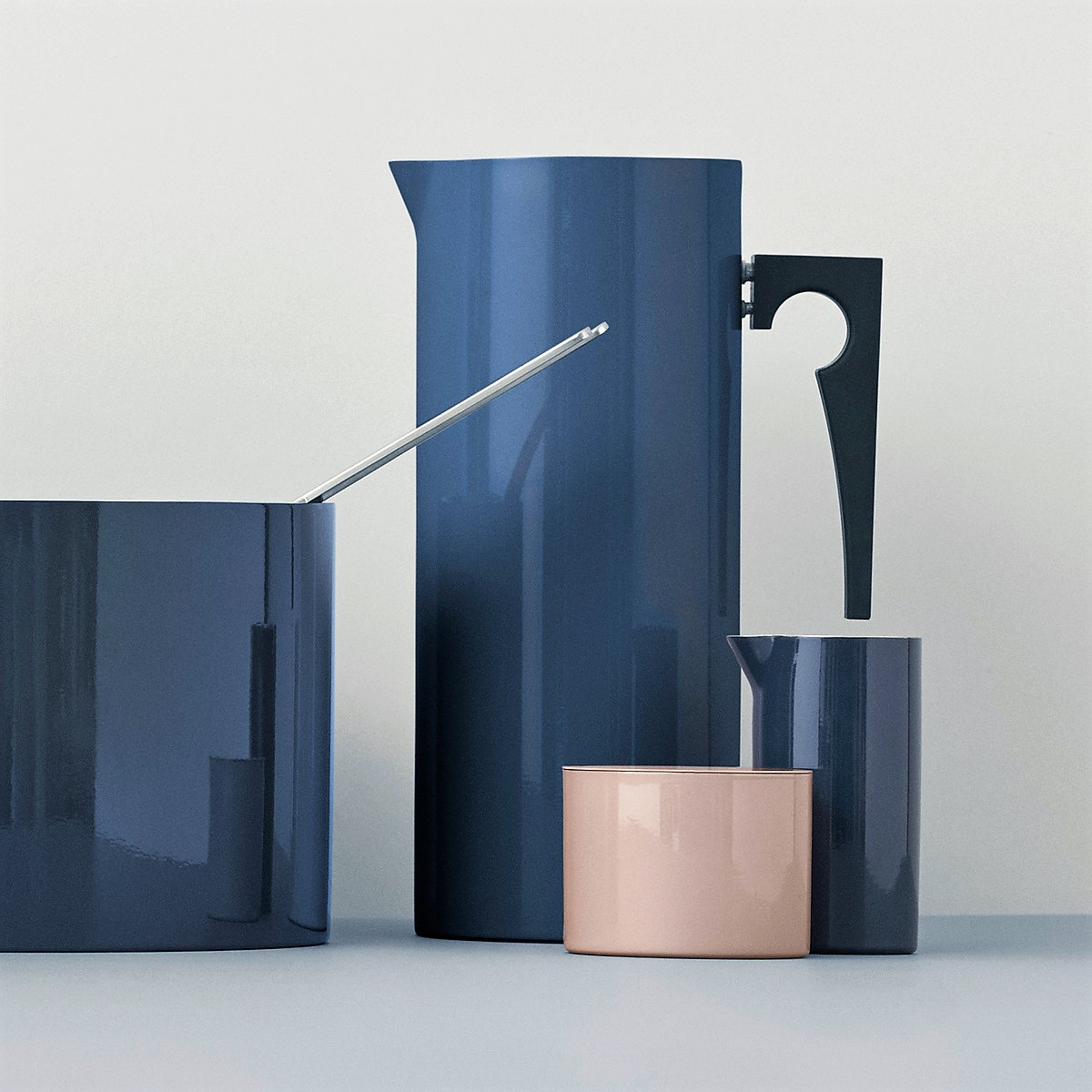 Stelton - Kitchenware Cylinda Ice Stopper, salad bowl and milk jug in ocean blue. Sugar bowl in powder